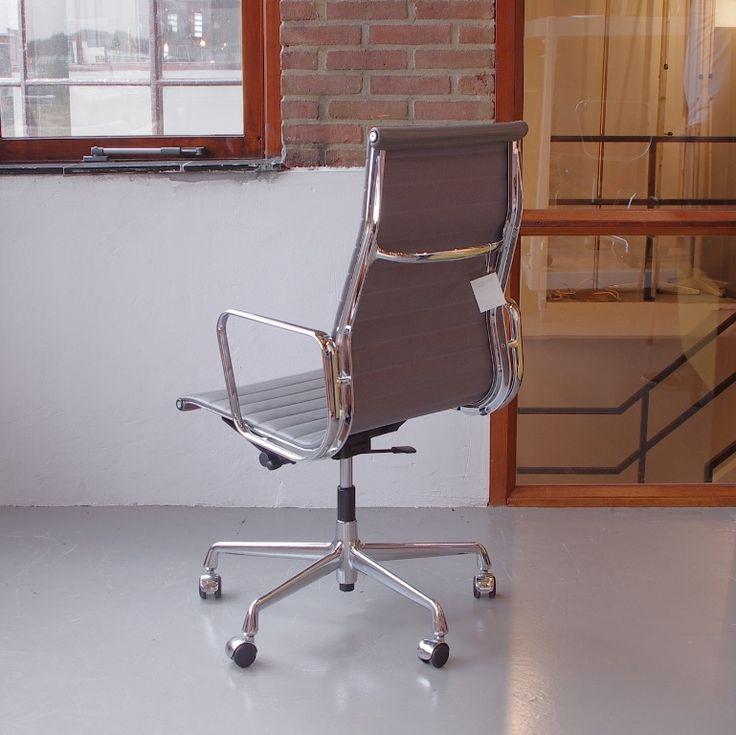 Eames EA119 bureaustoel Vitra grijs leer