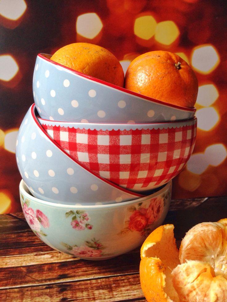Orange in the bowl