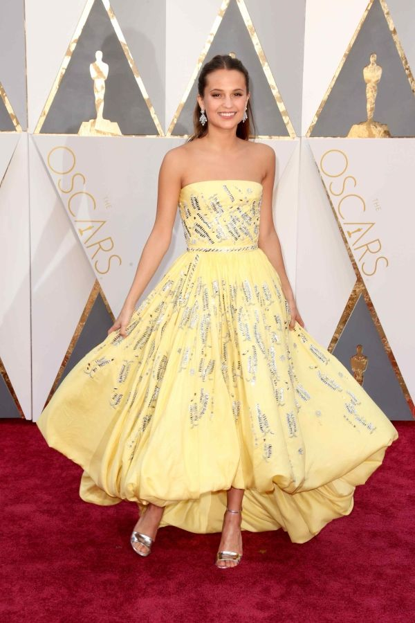 Alicia Vikander in Louis Vuitton at the 2016 Oscars