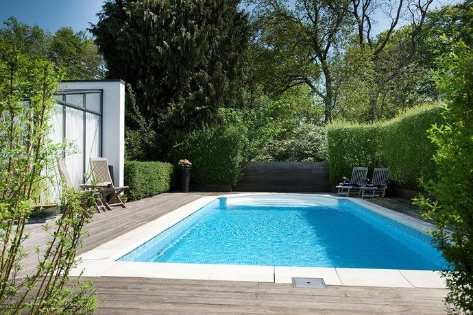 Kant rumt pool i kombination med trätrall
