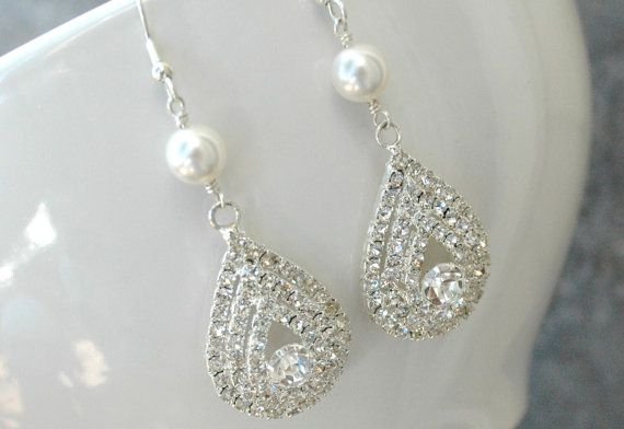 These would be the perfect accessary for a wedding dress! Diamonds and pearls–a