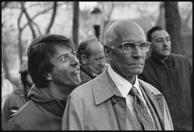 Dustin Hoffman sneaks up on Lawrence Olivier on the set of John Schlesinger's Marathon Man (1976) in New York's Central Park. Mary Ellen Mark