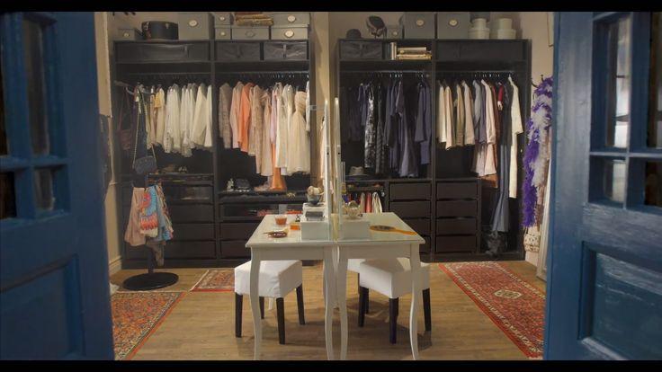 Šatník vašich snov vás očakáva  Zabudnite na hosťovskú spálňu. Ak máte radi módu, radšej venujte miestnosť tejto svojej záľube. Postavte si v nej pomocou vešiakových tyčí a políc dokonalý otvorený úložný systém. Skrine bez dverí vám poskytnú dokonalý prehľad o vašej garderóbe.