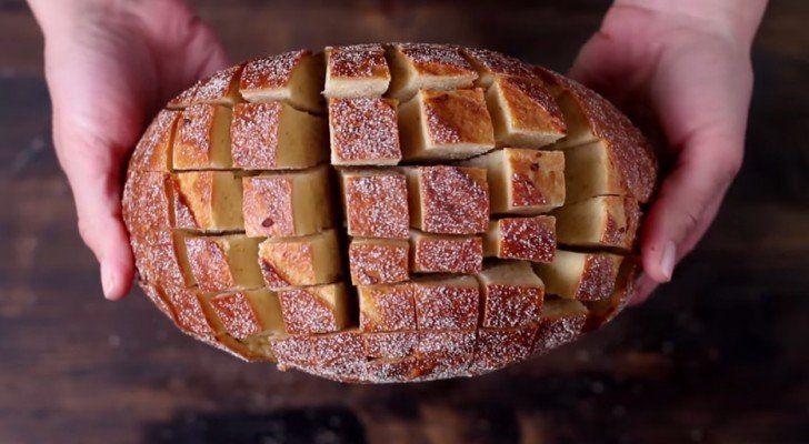 Dit recept is simpel en zal bij iedereen goed in de smaak vallen. Dit recept is ideaal voor als je een groep mensen wat te snacken wilt aanbieden. Bekijk snel het filmpje om te kijken hoe je dit overheerlijke plukbrood maakt!