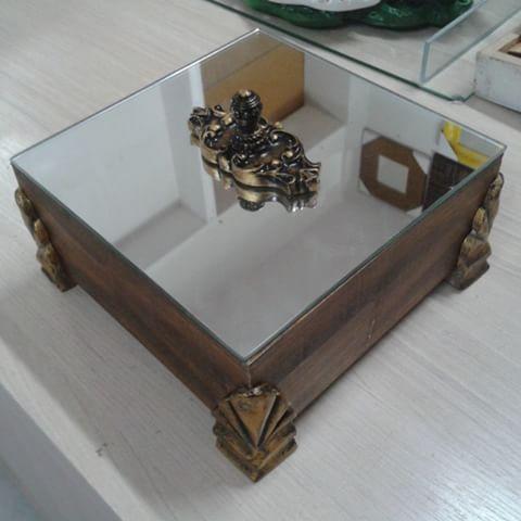 Bela caixa feita de moldura e tampa espelhada