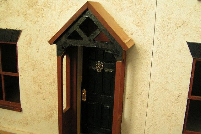 Front door without windows by Sweetbriar Dreams, via Flickr