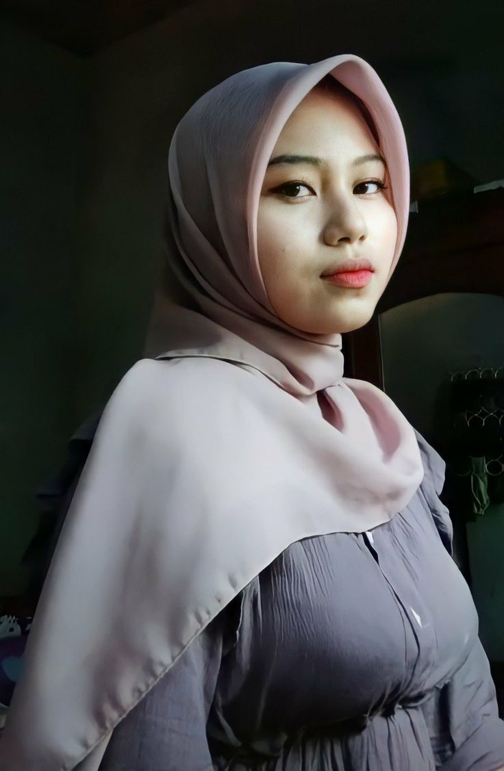 Pin oleh Sagarwin di สาวแว่น   Kecantikan, Jilbab cantik