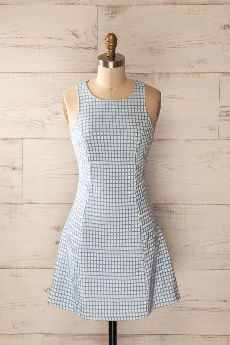La grille moderniste prend des airs estivaux !  The modernist grid adopts a summery twist! Baby blue and white checkered dress www.1861.ca
