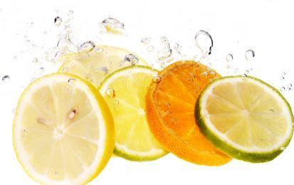 Acido citrico, 10 usi e proprietà - Usi e proprietà dell'acido citrico? Oltre che per uso alimentare, l'acido citrico può essere molto utile per utilizzi domestici. Ecco alcuni preziosi e facili consigli su come poterlo usare.