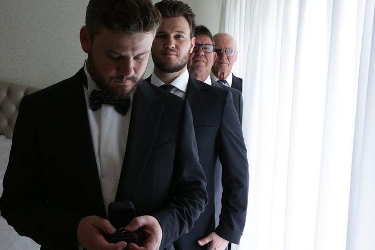 Fotos de casamento: making of do noivo com os padrinhos