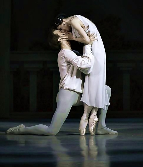 why did romeo and juliet die Romeo and juliet's deaths are integral to the plot and to the expectations that the original audience would have held both romeo.