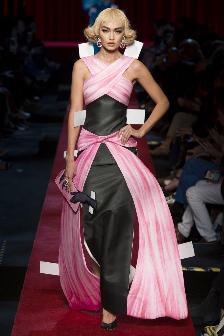 Moschino Spring 2017 Ready-to-Wear Fashion Show - Gigi Hadid