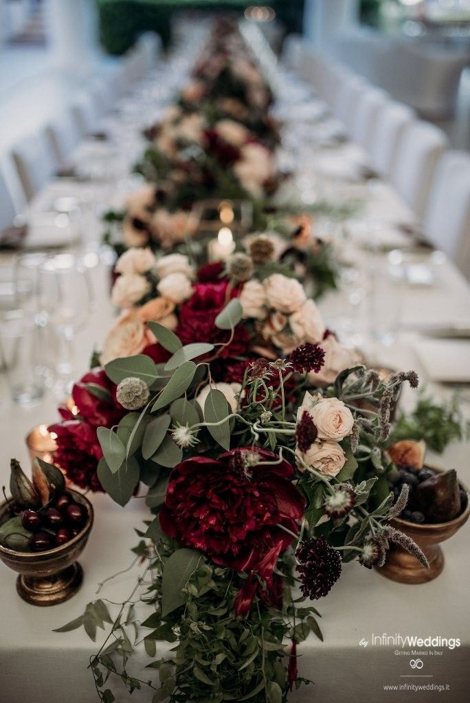 Capri, the famous & glam Italian island, is the perfect frame for an unforgettable Destination Wedding! #capri #destinationwedding #weddingplanner #weddinginitaly #weddingflowers #burgundy #burgundywedding #bohodecor