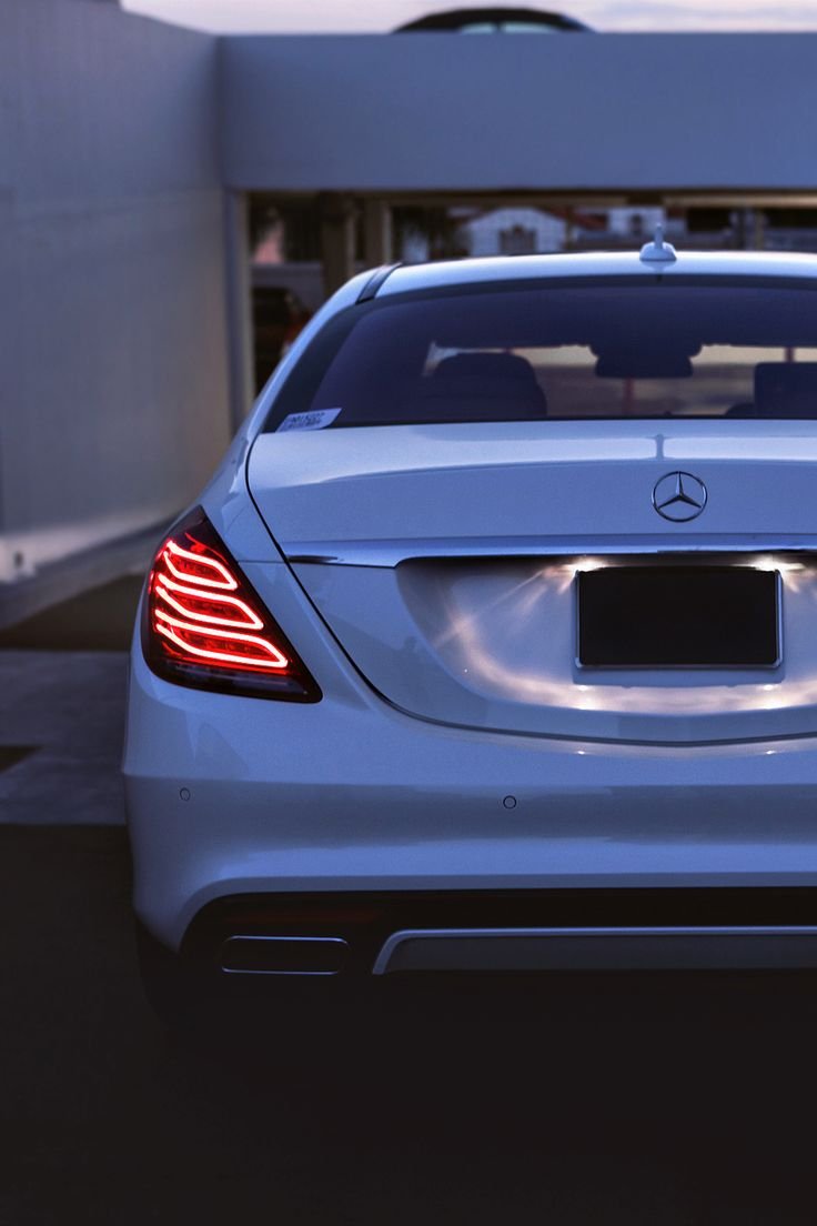 I am in love with this car. Mercedes-Benz S550