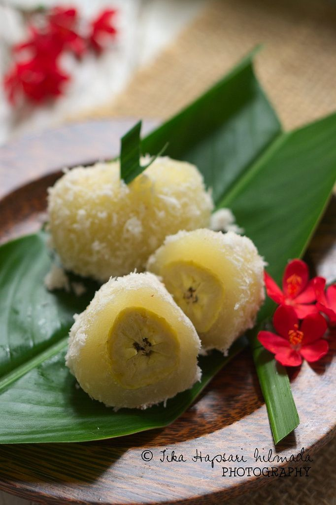 Kalimbu, Steamed cassava cake stuffed with banana (from cemplang Cemplung)