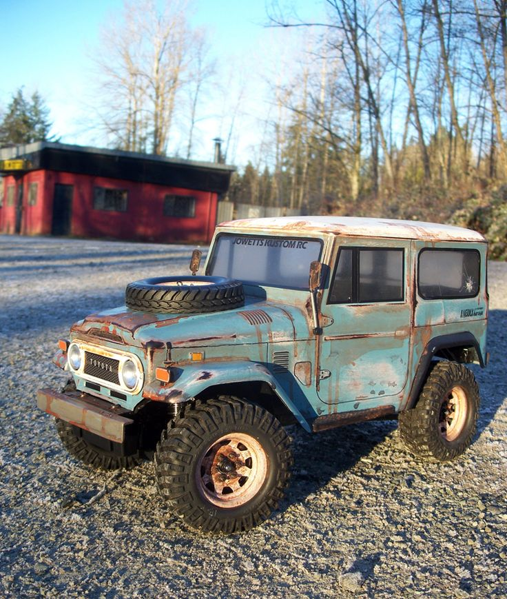 FJ40.  Perfection.  Wouldn't change a thing.  Not even the window. So much character. Oh wait,  it's an RC.  Darn it.