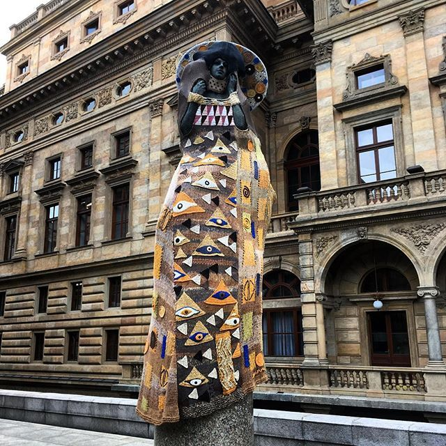Rebirth statue by Josef Malejovsky. Dress by Eva Blahova. Dress inspiration based on Gustav Klimt painting The woman in gold. #vaclavhavelsquare #piazzetta #nationaltheatre #statue #rebirth #josefmalejovsky #evablahova #prague #praha #prag #praga #igers #igerscz #db_prg #czech #dress #gustavklimt