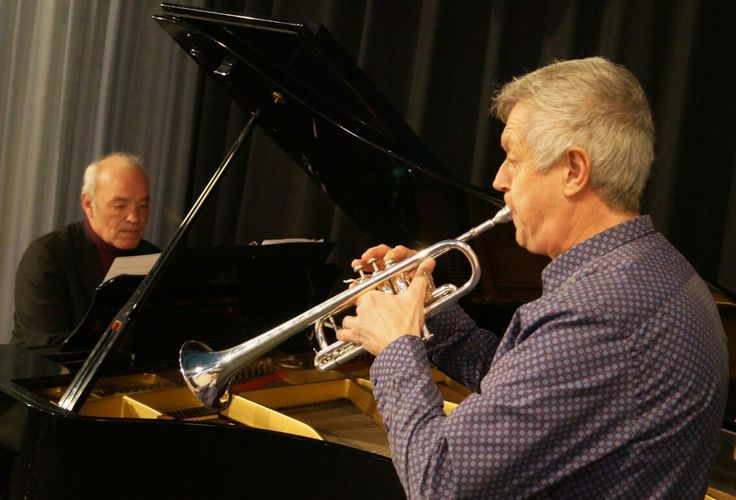 Trumpeter Theo Hartman and pianist Armin Segger performing together.