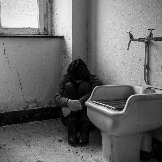 LIEVER EEN GEBROKEN BEEN: WAT NIEMAND ZEGT OVER DEPRESSIES EN BURNOUT Bijna vier op de tien Nederlanders heeft wel eens psychische problemen (gehad). Bijna vier op de tien, dat is bijna 40 procent. U leest het goed, bijna de helft van de Nederlanders. Laat u dat even...