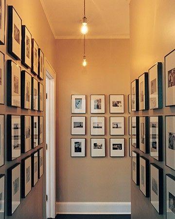 Arredamento corridoio stretto e lungo - Corridoio arredato con quadri