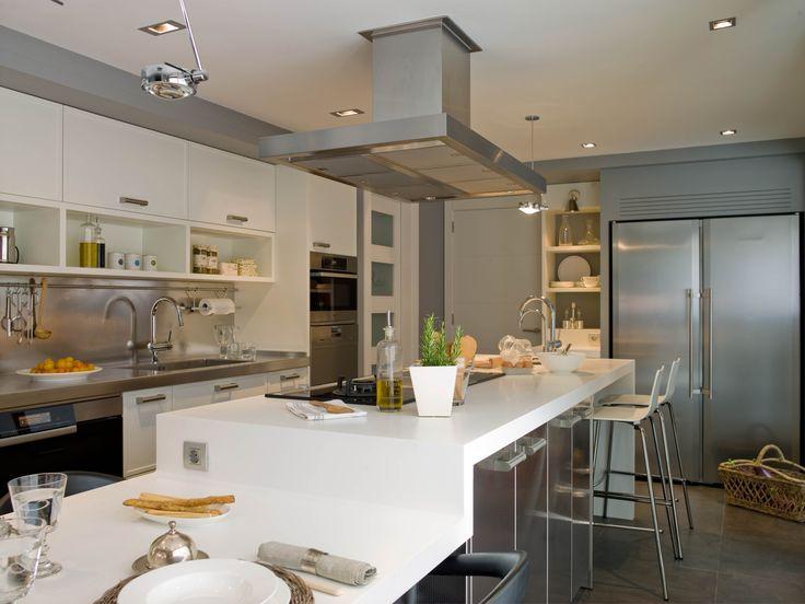 Cocina de dise o moderno equipada con electrodom sticos - Cocinas diseno moderno ...