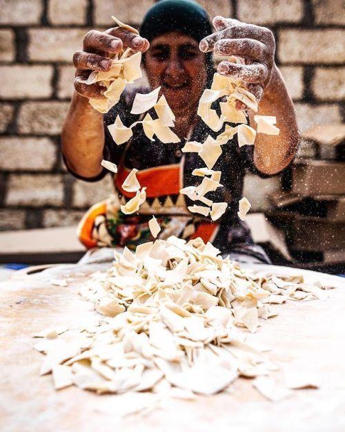 История о красоте дагестанских традиций от @kira_dementyev: В день перед свадьбой лучшего друга здесь на всю семью готовят национальное блюдо хинкал. На фото тетя жениха которая очень смущалась. Canon EOS 5D Mark II EF 24mm ƒ/1.4L II USM Диафрагма: ƒ/2.5 Выдержка: 1/3200 сек ISO: 100 #CanonPhoto #CanonRussia #LiveForTheStory via Canon on Instagram - #photographer #photography #photo #instapic #instagram #photofreak #photolover #nikon #canon #leica #hasselblad #polaroid #shutterbug #camera…