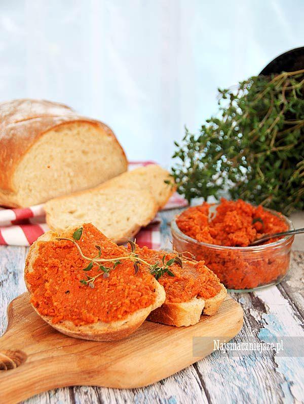 Pikantny paprykarz z kaszą jaglaną ma idealną konsystencję, pasuje do pieczywa, zwłaszcza tego domowego.