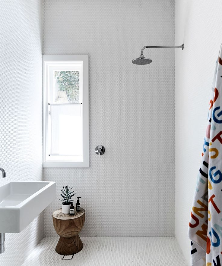 Bathroom from artist and designer Rachel Castle's colourful & quirky Sydney home. Photography: Sharyn Cairns | Styling: Tahnee Carroll