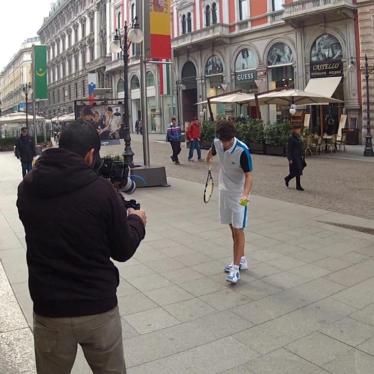 Pronti alla battuta? #Lacoste invade le strade con la sua passione per lo sport!