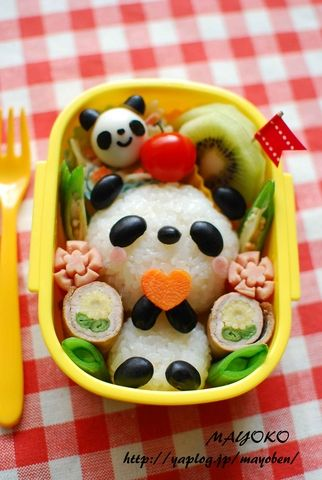 panda bento -- oh my this is so cute.  My girls would think it was Tolee from Kai-lan! HAHA