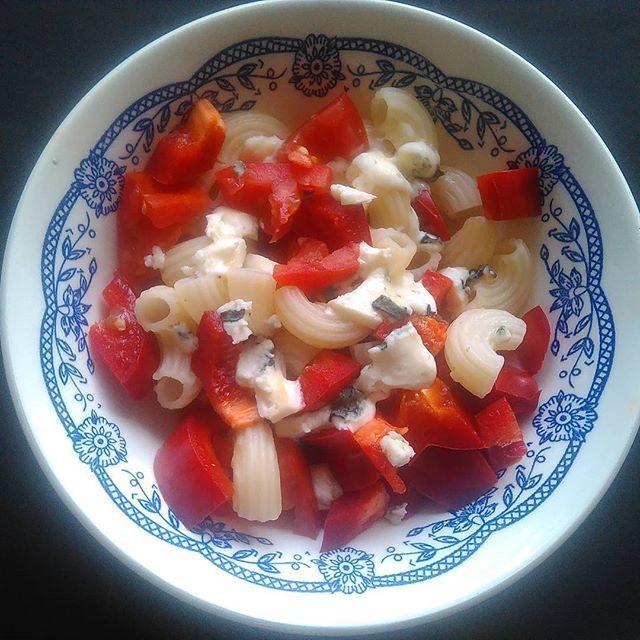 Lehká večeře: kolínka, červená paprika a niva :) #dnesjim #dnesjemzdravo #dnesjem #vkuchyni #dinnertime #dinner #vecere #prekyselenetelo #uzasne_jedlo #zdraverecepty #zdravyzivotnistyl #healthylife #healthylifestyle #healthy  #healthyfood #food #instafoods #followme #fitfood #mnamka #foodporn  Yummery - best recipes. Follow Us! #foodporn