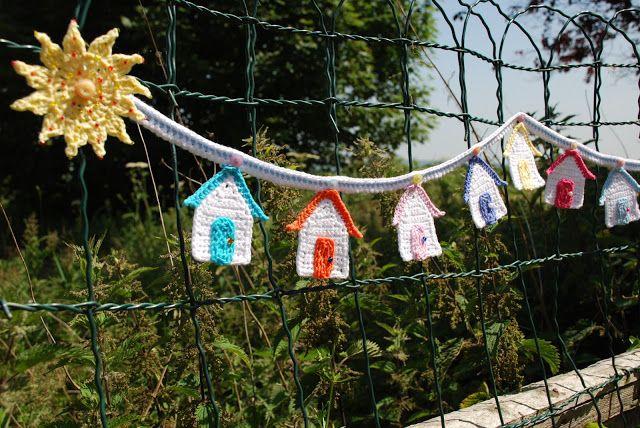 Crochet Beach Hut Bunting - Tutorial  ❥ thanks so xox   ☆ ★   https://www.pinterest.com/peacefuldoves/
