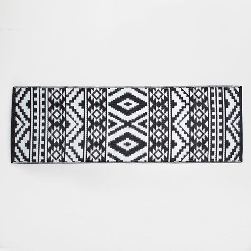 Image of the product Black and white tribal print rug