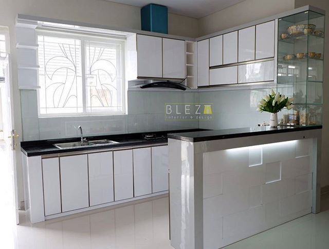 Lovely white kitchen for our lovely client @diannoviza, makasi banyak mba 😊 udah percaya sama @bleztinterior 😁😘 - Whatsapp 0816606879 -  #blezt #bleztdesign #3dsmax #vray #render #granite #glassbacksplash #plywood #mydesign #izzadesign #bleztproduction #kitchen #interiordesign #homedecor #interiorjogja #yogyakarta #kitchensetjogja #idekreatif