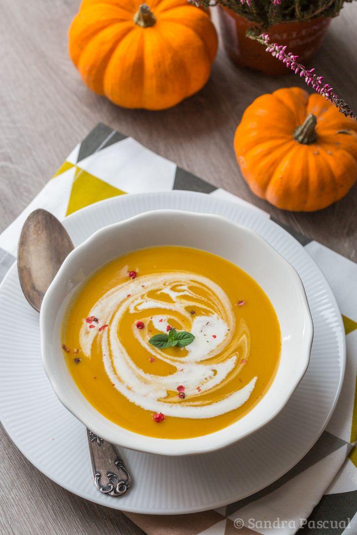 Cet article est également disponible en : AnglaisL'automne est de retour et avec lui les jolies courges de toutes formes et couleurs ! J'adore ce légume que l'on peut décliner en une multitude de préparation : rôtie, en purée, en beignets,… mais surtout, plus classique mais toujours aussi bon : en soupe !!! Je vous propose donc aujourd'hui une...Read More »