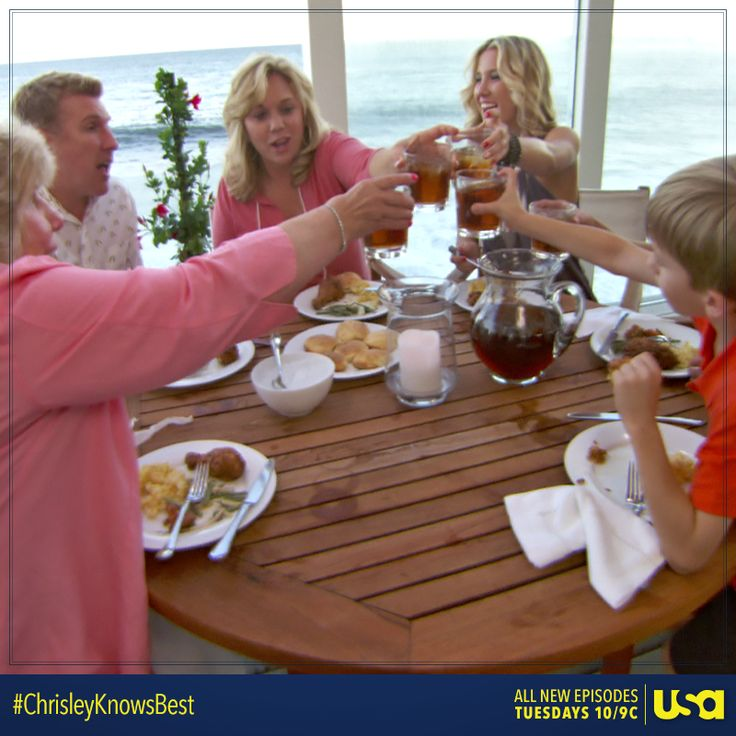 It's finally here! Cheers to an all-new episode of Chrisley Knows Best starting NOW! Don't forget to tweet along with the Chrisley family using #ChrisleyKnowsBest!