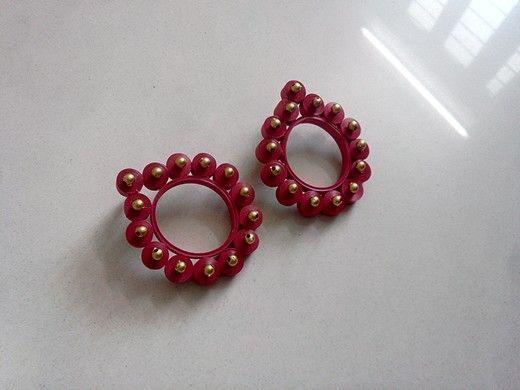 Quilled earrings(studs) Price-3$. mansid281@gmail.com  Instagram- creyons_  Facebook- www.facebook.com/Creyons