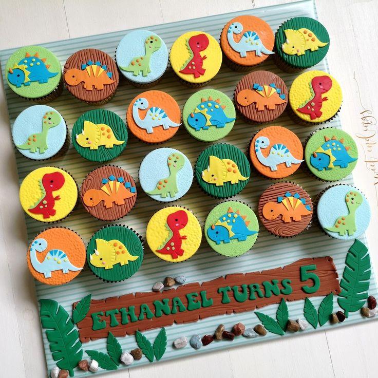 Pin by Maya Bassan on Cakes Dinosaurs & Dragons Decor