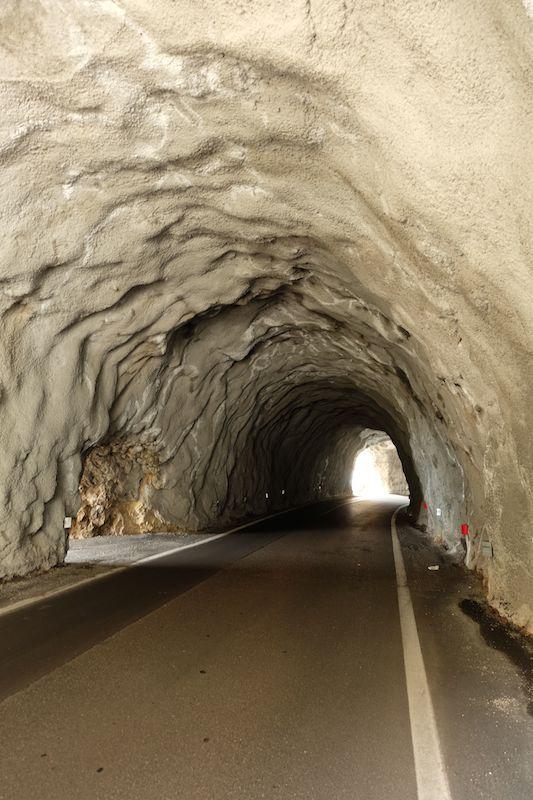 Le gallerie sono spesso ricoperte di sola malta, anziché di cemento.