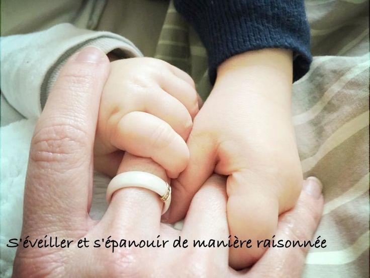 """Être Parent c'est... Fondre d'amour en se plongeant dans le regard de son enfant et y voir toute l'innocence du monde. Revoir sa compréhension de l'expression """"Dormir comme un bébé"""" et saisir qu'en réalité cela est synonyme de nuits hachées. Ne plus avoir..."""