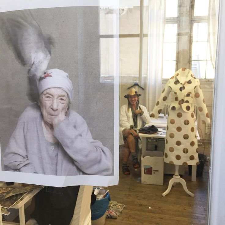 Смотрите это фото от @jgalliano на Instagram • Отметки «Нравится»: 1,721 John Galliano in Margiela Atelier prepares Fall 2015 Artisanal collection,2015