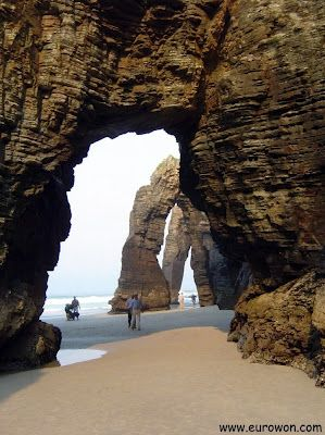 La Playa de las Catedrales, una de las playas más bonitas de Galicia (España).