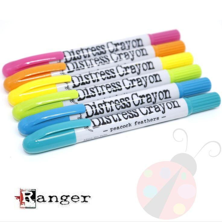 Los Distress Crayons de Ranger son unas barras de pigmento que reaccionan al agua. Están formulados para lograr colores vibrantes en superficies porosas por lo que son ideales para proyectos de Mix Media.  Como reaccionan al agua podrás usar estas barras de pigmento para acuarelar. Disfruta dando color sin límite a tus proyectos de scrap.