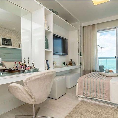 Quem é que não sonha em ter um quarto deste hein? Já quero esse quarto pra mim! Projeto: Marília Bezerra.