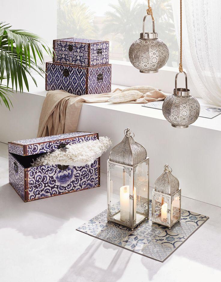 Modern Marrakesch in vollem Glanz: Bunte Truhen, verschnörkelte Laternen und hängende Lampen im Lampions-Stil verwandeln dein Zuhause in ein Abbild des Orients!