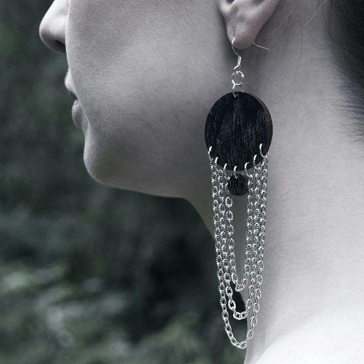For the Femme! ORB Loop chain earrings in black with silver coated metal chains. #femininen #earrings