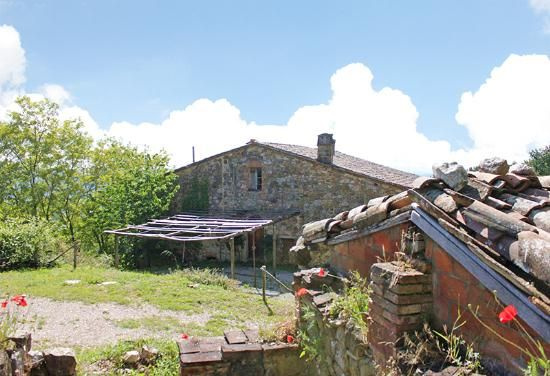 Farmhouse in need of restoration for sale in Cetona in Tuscany #dreamhome #properties #realestate #luxury #tuscany #forsale #tuscanproperty #tuscanproperties
