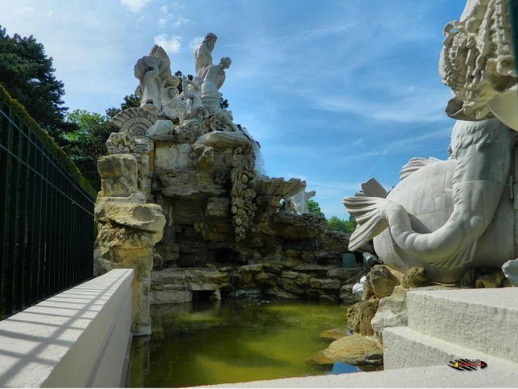 Wien, Schönbrunn Palace Garden, Nikon Coolpix L310, 5.6mm, 1/640s / 1/320s, ISO80, f/3.2 / f/9.1, +0.7ev /-1.0ev, HDR photography, 201605211554
