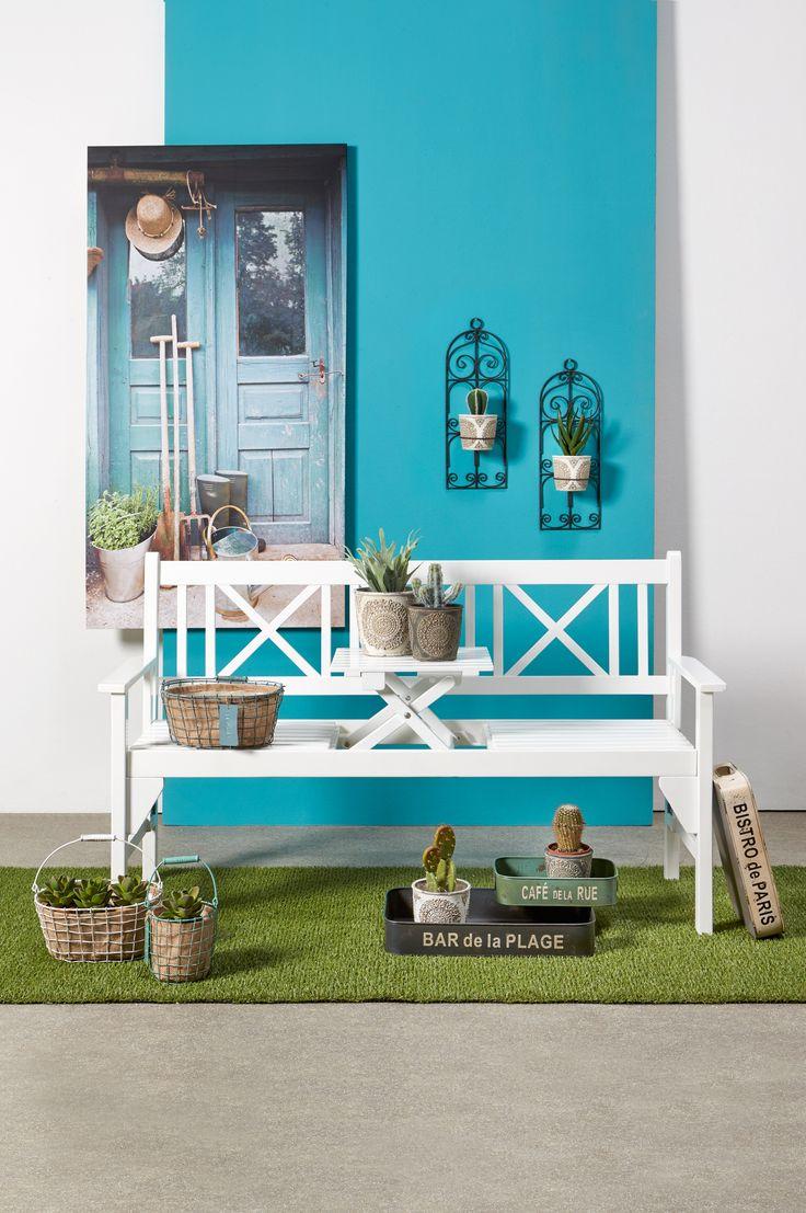 Heb je niet veel ruimte in de tuin of op het balkon, maar wil je wel graag lekker buiten zitten? Dan is tuinbank Cambridge met uitklapbaar tafeltje heel handig voor jou! :-) Je shopt hem voor 130,-  #tuin #tuinbank #balkon #lente #voorjaar #kwantumbelgie