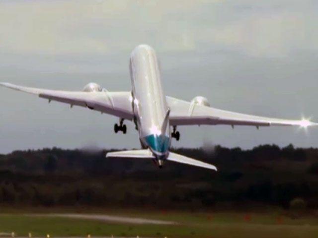 Awesome Boeing 787-9 modeli yolcu uçağı, 'Farnborough International Airshow 2014' etkinliği kapsamında yaptığı gösteriyle izleyenlerin ağzını açık bıraktı.